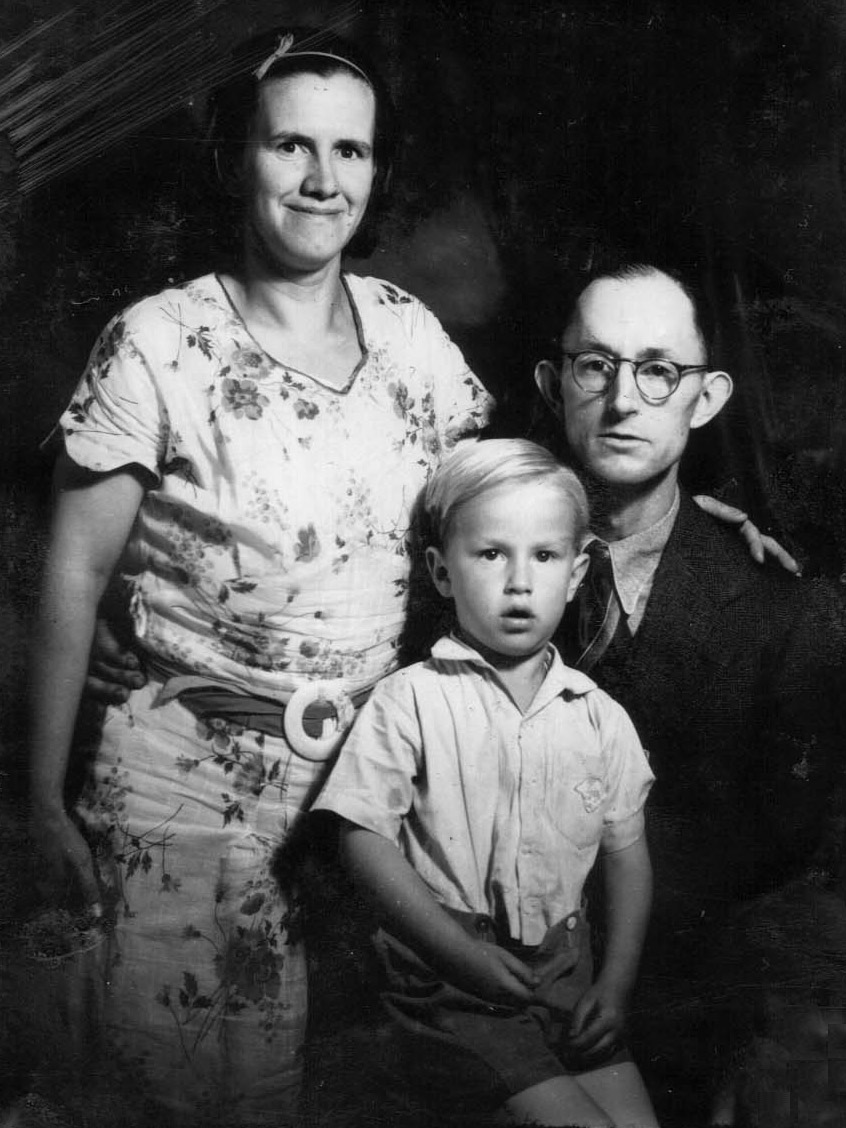 Delbert with parents, 1937